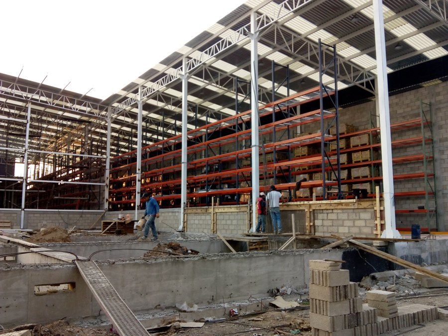 Barda perimetral en planta Dox Steel, México