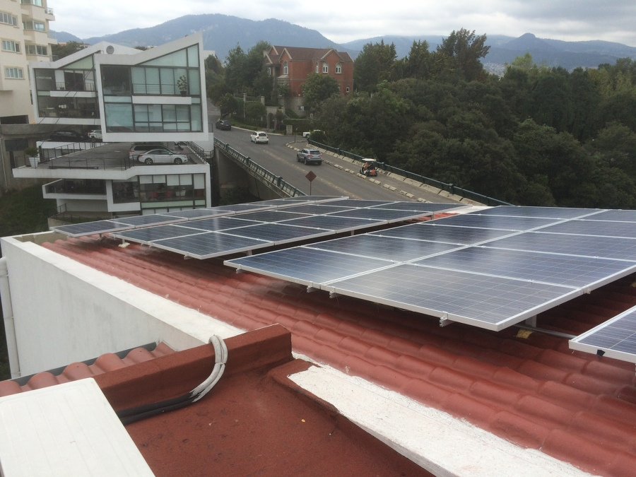 Foto paneles solares para ahorro de gasto de luz en casas - Paneles solares para abastecer una casa ...