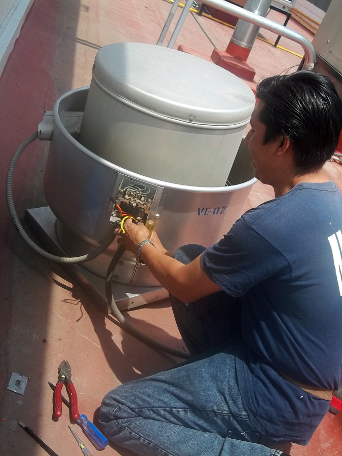 Instalación de equipo y mantenimiento