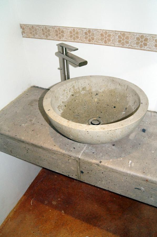 Foto lavamanos de oficina toluca de trazzo arquitectura for Lavamanos de marmol