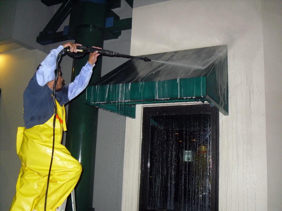 Foto limpieza de fachadas y toldos de hunter clean 2330 for Limpieza de toldos