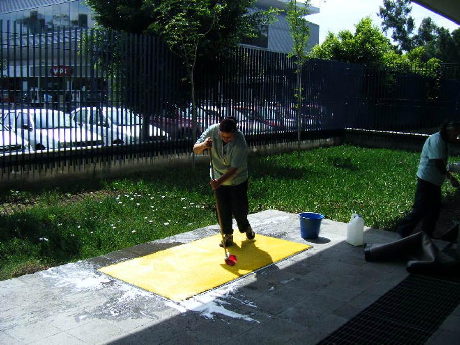 Foto limpieza oficinas de m sg mantenimiento y servicios for Limpieza oficinas