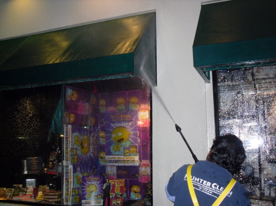 Foto limpieza prfunda de fachadas y toldos de hunter for Limpieza de toldos