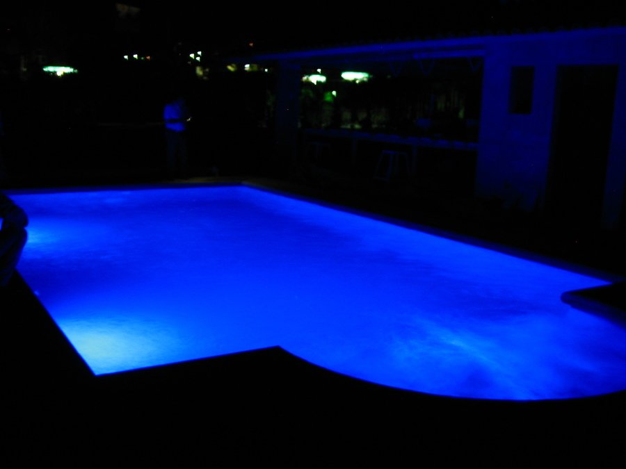 foto luces led de colores en piscina de equipos e ForLuces Para Piscinas