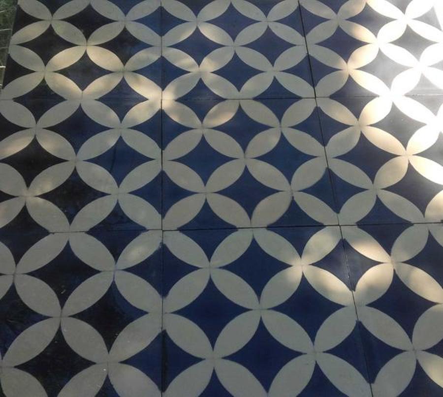 Foto mosaico hidraulico de cemento en 2 colores de ft - Mosaicos de colores ...