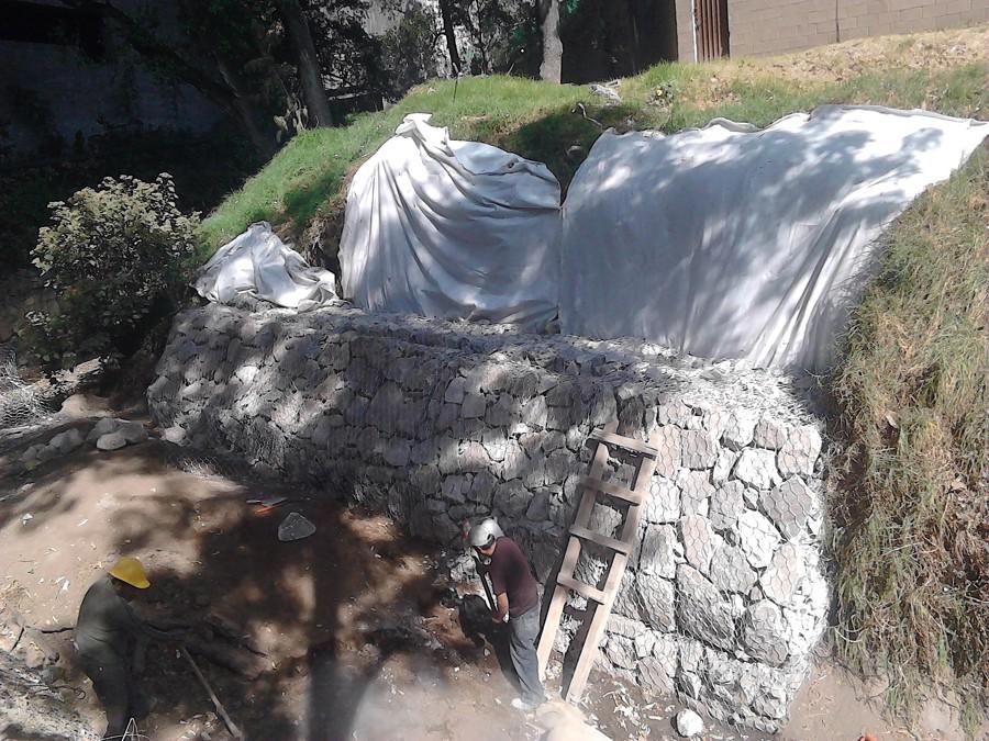 Foto muro de gavi n para contenci n de talud de - Muros de gavion ...