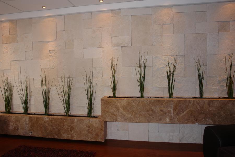 Foto cantera galarzay jardineras de marmol de marmolyc - Jardineras en escalera ...