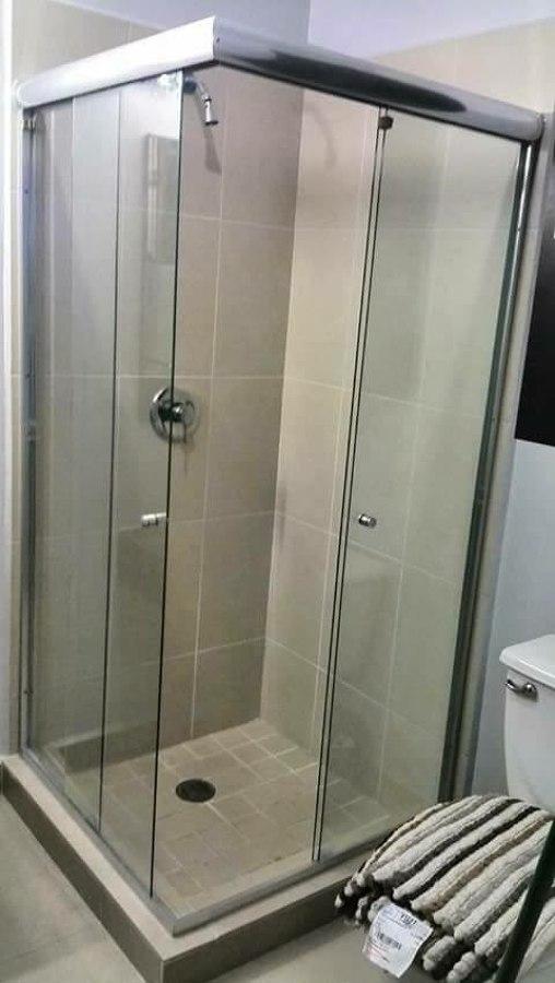 Puerta para baño en cristal templado de seguridad.