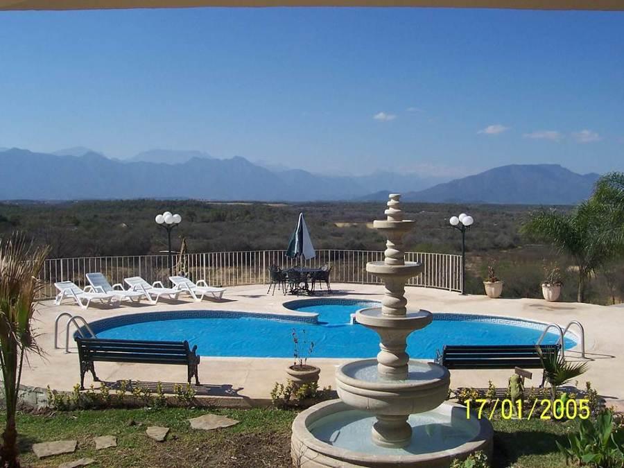 Foto piscina residencial de industrias bermeo albercas for Piscina residencial