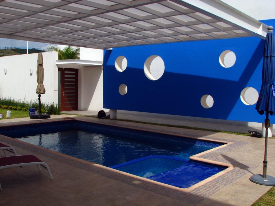 Foto piscina residencial con jacuzzi oaxaca oax de for Modelos de piscinas con jacuzzi