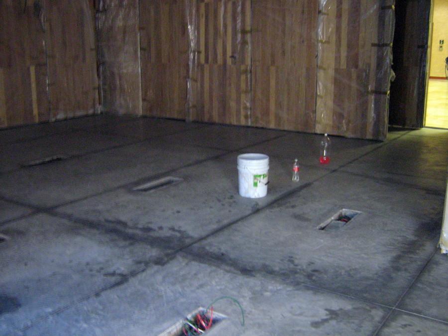 Foto piso de concreto pulido y cajas de acero en piso de - Piso de hormigon pulido ...