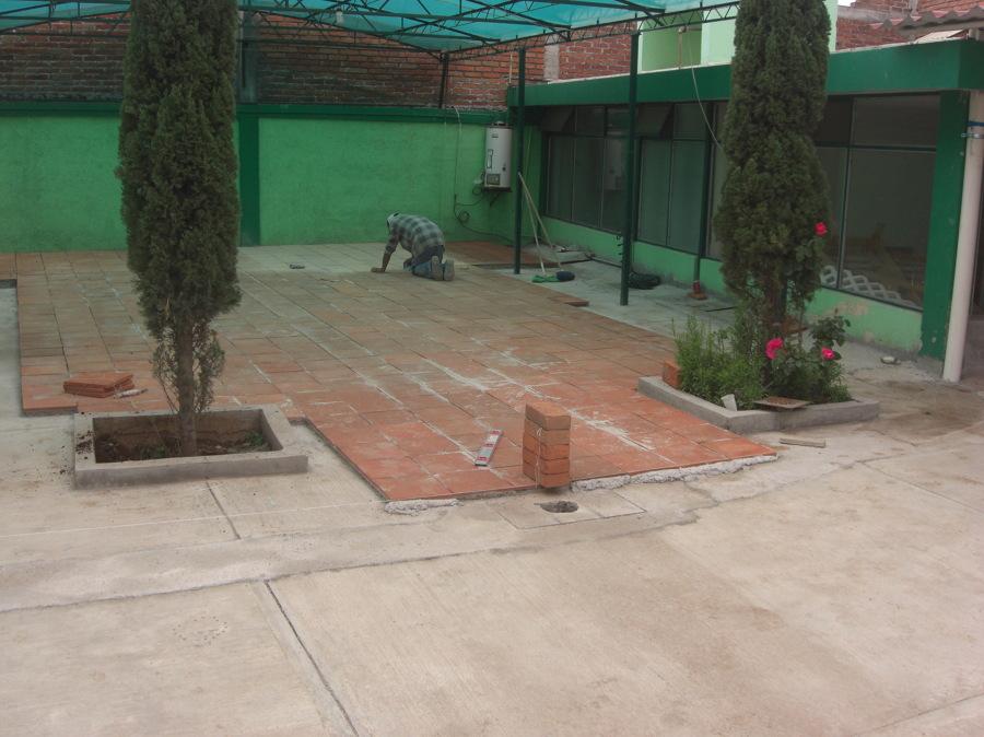 Foto piso de loseta de barro de arquitectura y construcci n 63221 habitissimo - Loseta para jardin ...
