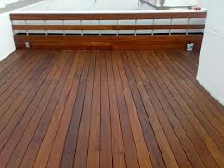 Foto piso e duela exterior en terraza benito juarez de for Escalera electricista madera