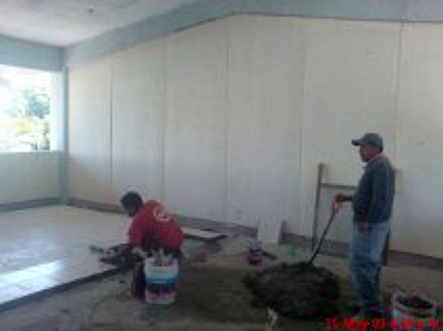 Foto pisos y azulejos de mantenimiento industrial de - Azulejos zapata ...