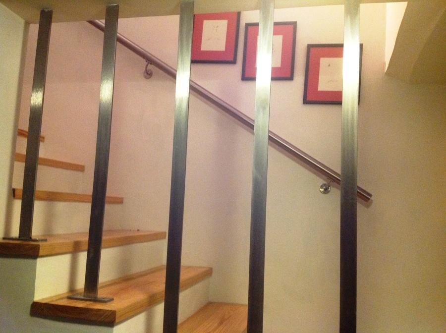Foto protector para escalera y pasamanos en acero inox de - Puertas para escaleras ...