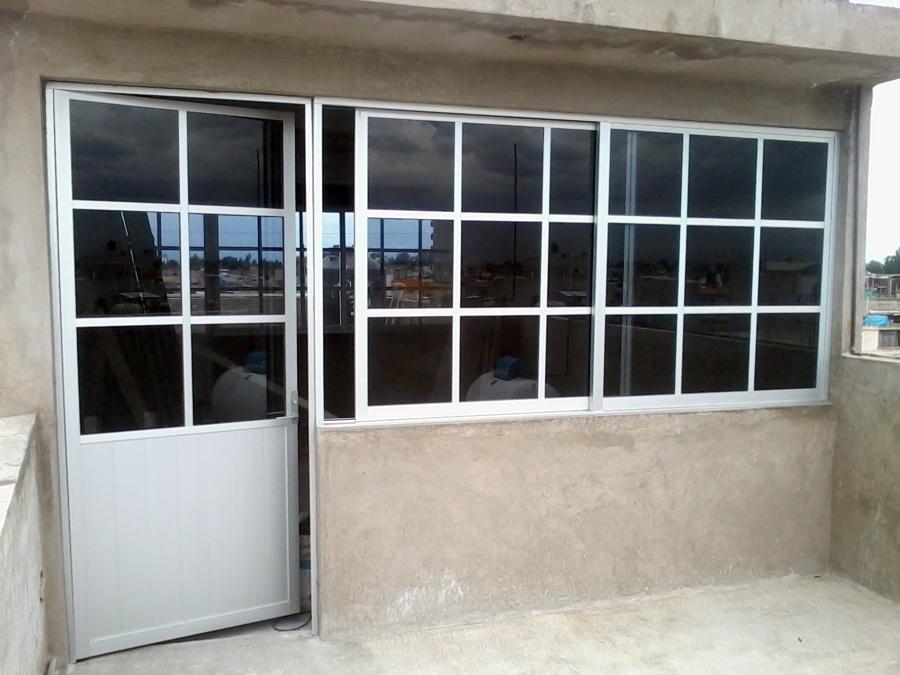 Foto puerta bandera de aluminio y vidrio mtz 25615 for Puerta ventana corrediza aluminio