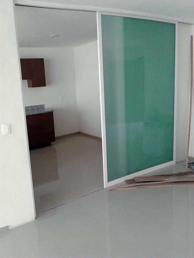 Foto puerta corrediza de vidrio y aluminio dom 32746 for Puerta corrediza de aluminio