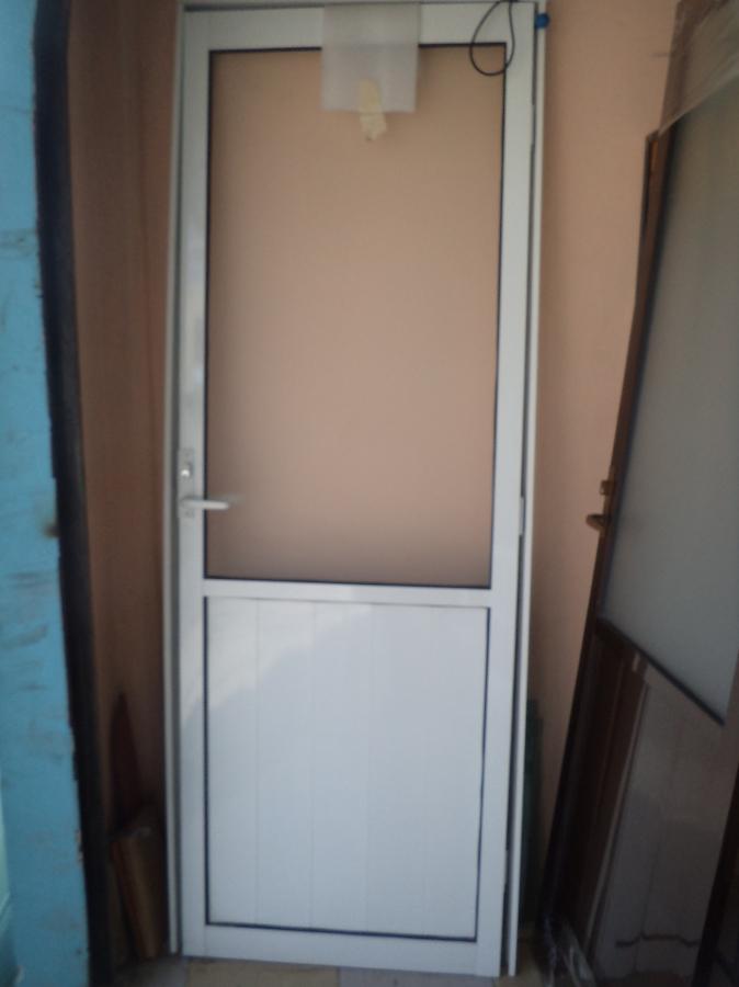 Foto puerta de aluminio 3 de isar canceleria 45711 - Puerta balconera aluminio ...