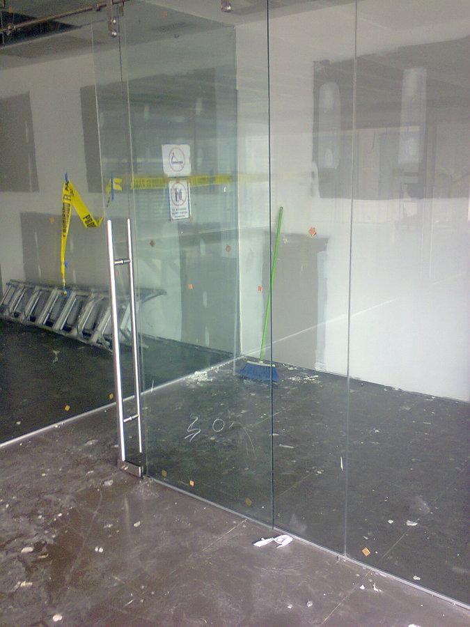 Foto Puerta De Cristal Templado De Vidrieria Y Canceleria