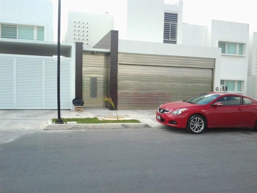 Puerta de garage seccional y puerta de acceso