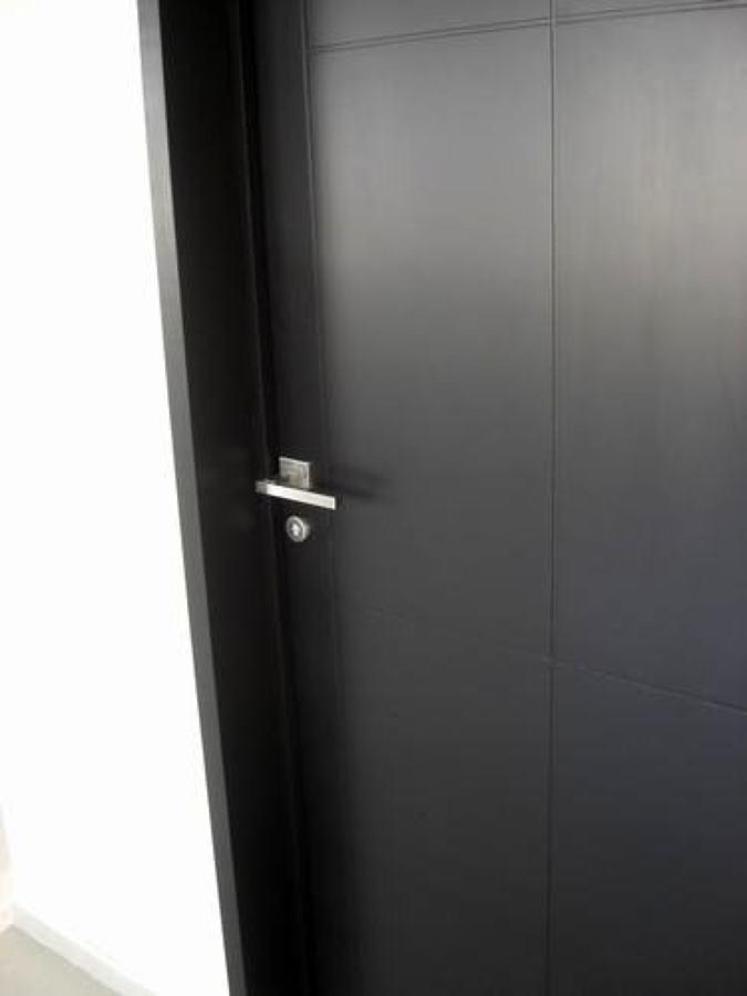 Puertas de ba o minimalistas for Puertas de tambor modernas