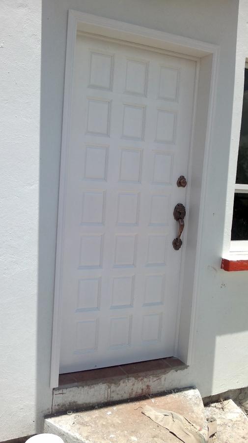 Foto puerta en aluminio de lopez flores victor manuel - Puertas de aluminio fotos ...