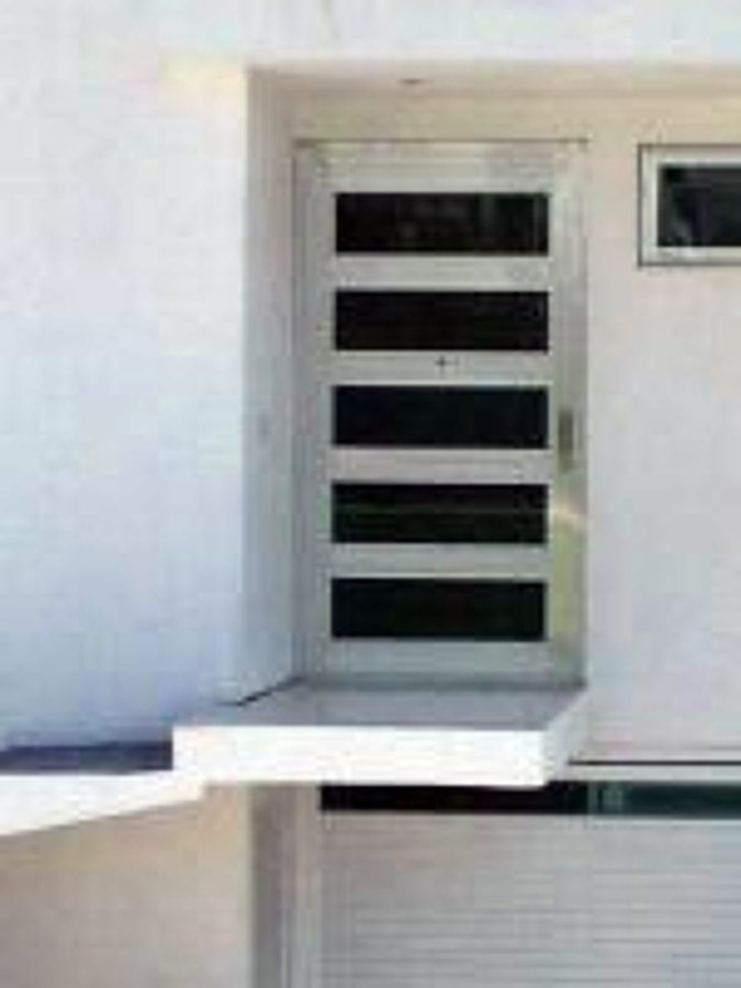Foto puerta linea europea de aluminio y vidrio mtz for Puertas para closet minimalistas