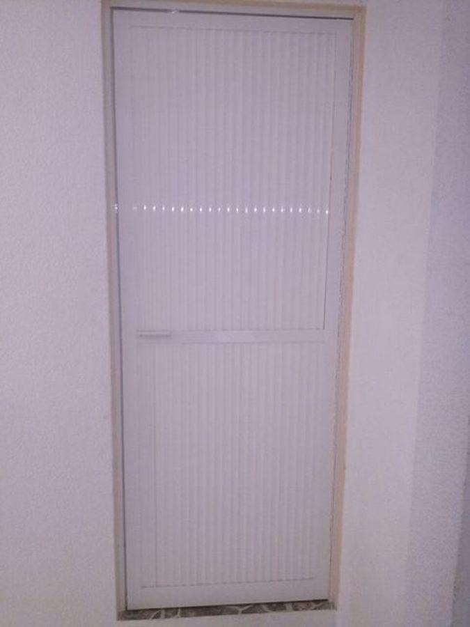 Foto puerta para ba o de vidrieria y canceleria de aluminio 71988 habitissimo - Puertas para banos pequenos ...