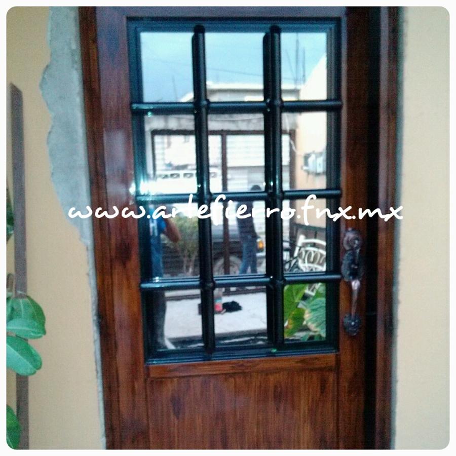 Foto puerta principal de arte fierro herrer a for Puertas de madera con herreria