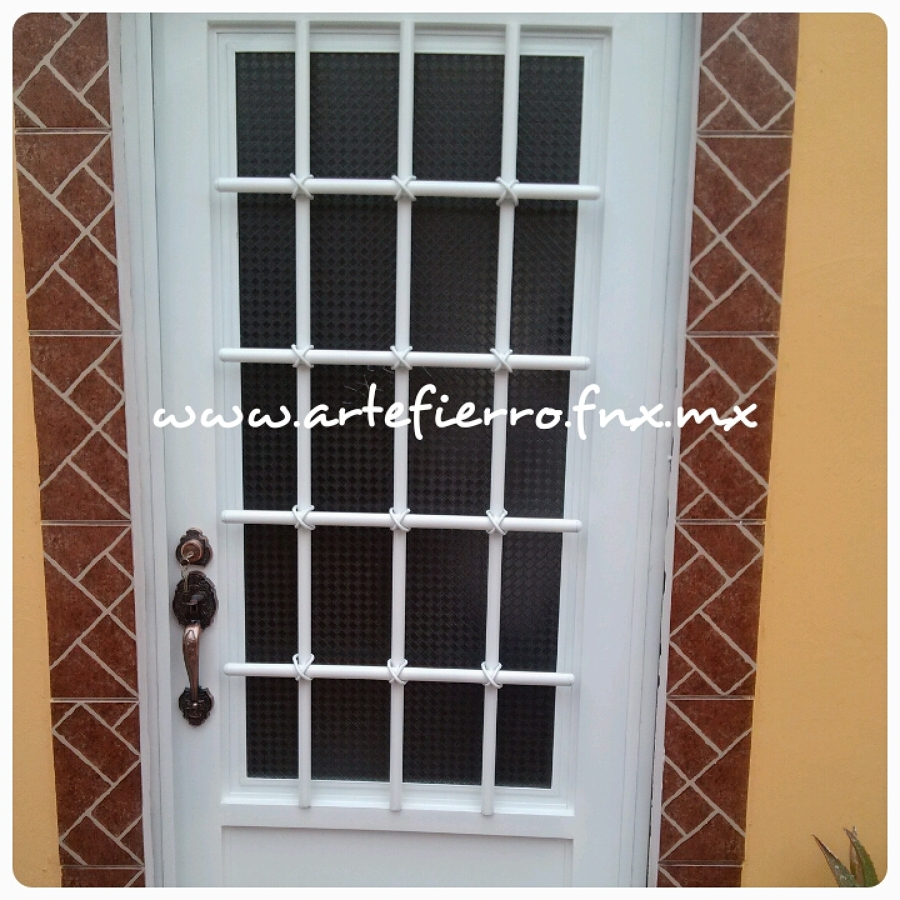 Foto puerta principal de arte fierro herrer a for Puertas de hierro forjado para casas