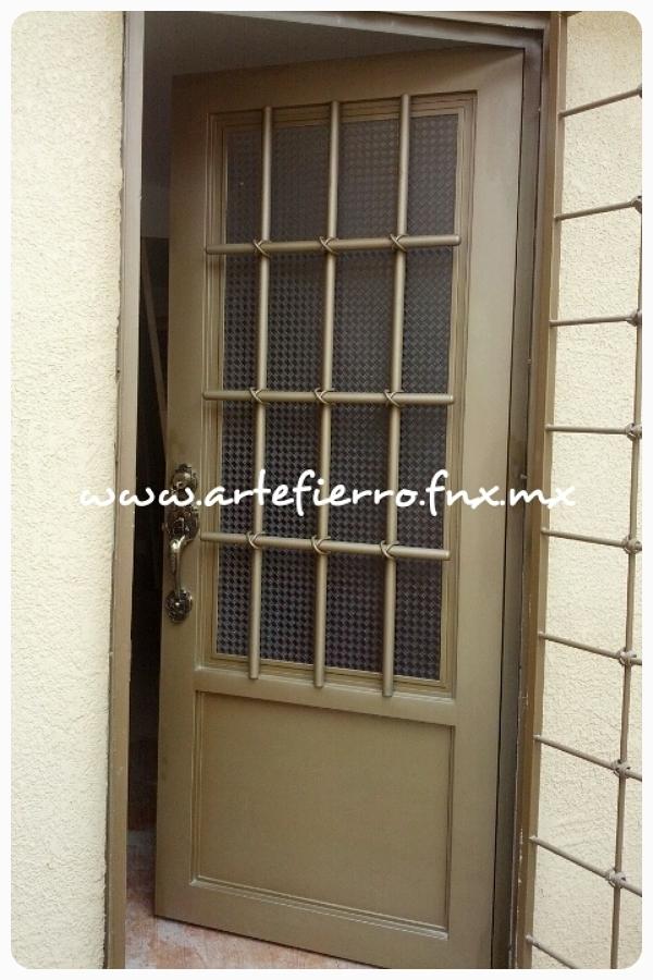 Puertas para ba os de fierro for Puertas principales de herreria elegantes
