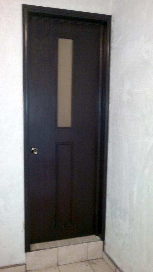 Foto puertas de tambor con aplicacion en vidrio de lopez for Casas con puertas de vidrio