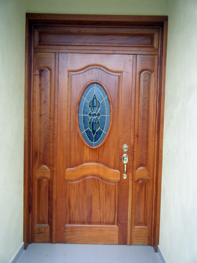 Foto puertas de todo en madera san martin 26749 for Puertas en madera entrada principal