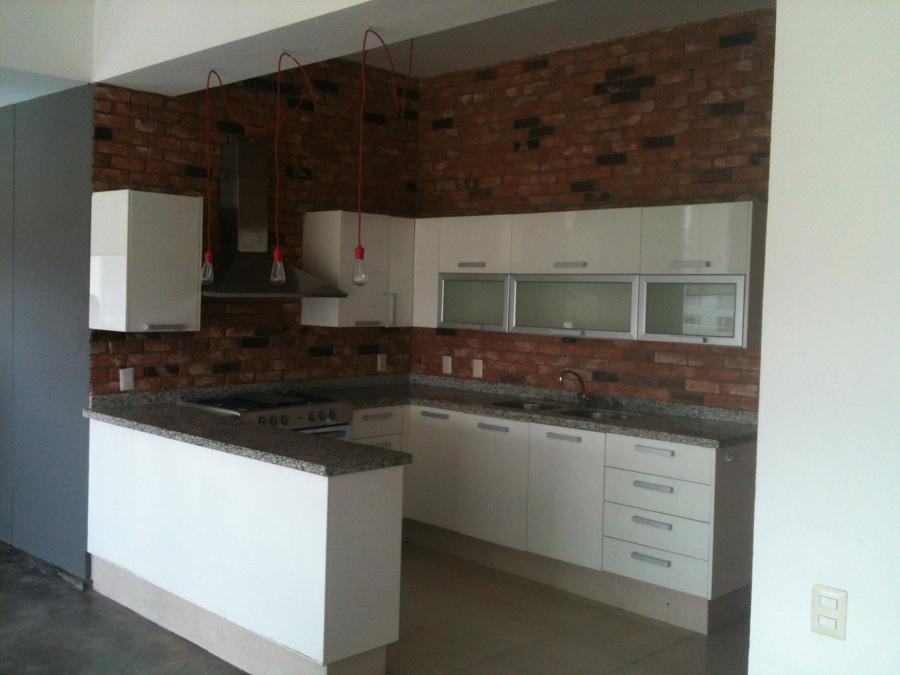Foto remodelacion de cocina con fachaleta de soluciones for Remodelacion banos y cocinas
