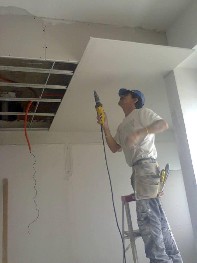 Foto remodelando plafon de tablaroca de remodelaciones for Plafones de pared modernos