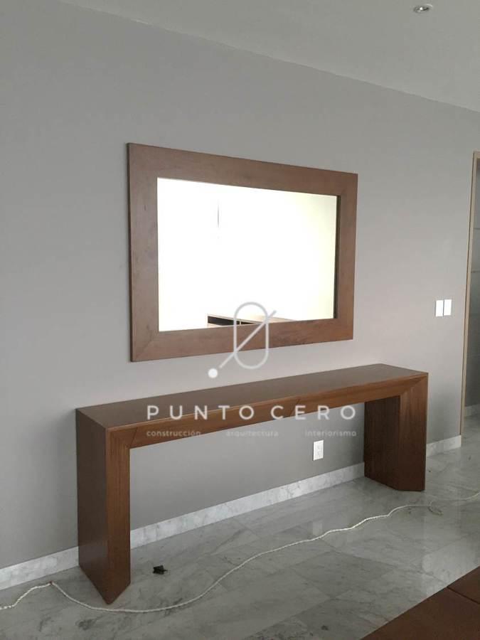 Foto consola con espejo para pasillo de punto cero for Espejos para pasillos