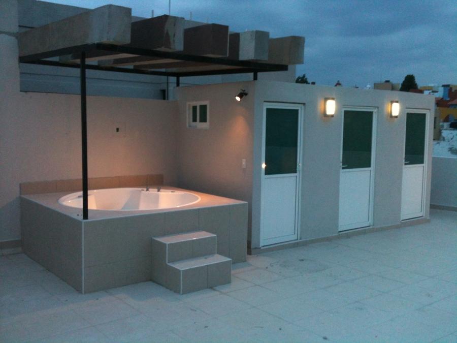 Foto roof garden con jacuzzi de soluciones cvm acabados for Ideas para terrazas en azoteas