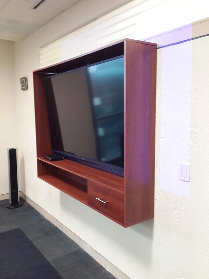 Suministro, Fabricacion y Colocación de mobiliario para pantallas de TV, salas de juntas corporativas. 3