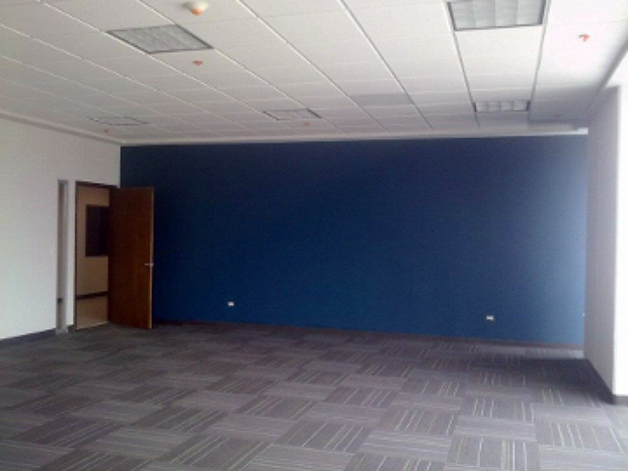 Tablaroca en muro de oficinas