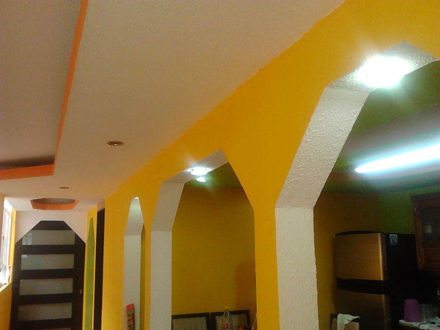Foto tablaroca muro falso y cielo razo de inovva maz for Plafones de pared para escaleras