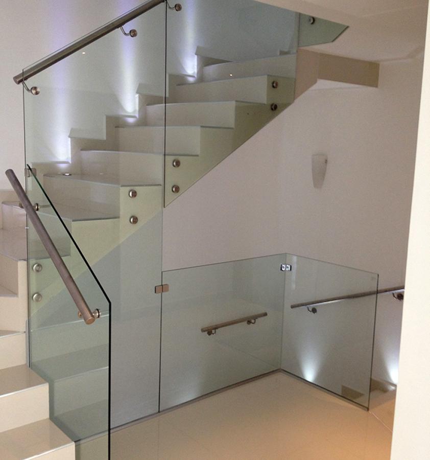Foto ventanas y puertas en canceler a de aluminio de for Precio de puertas para casa