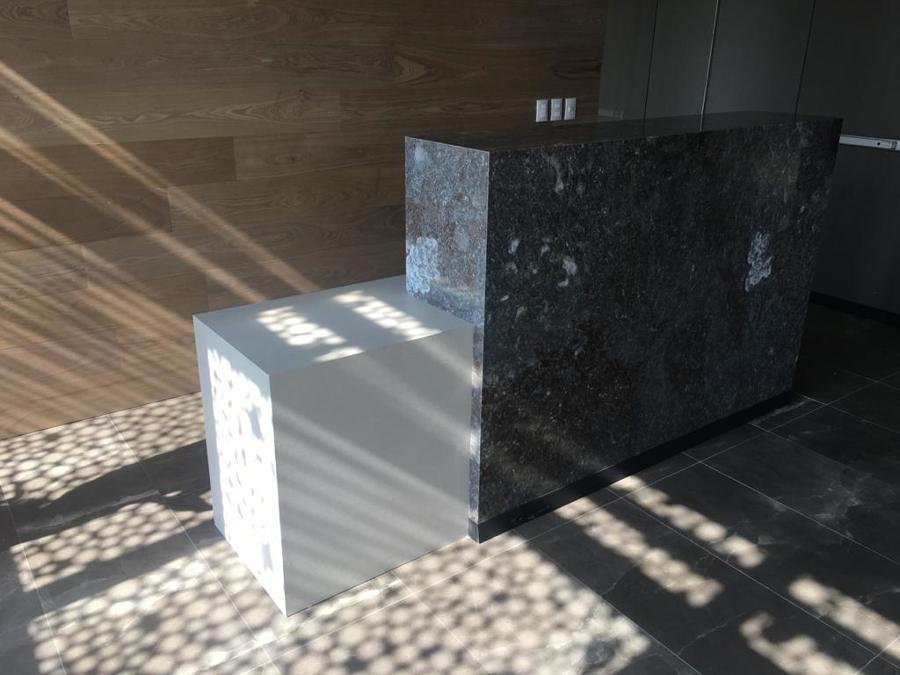 Mueble de rececpión sobre diseño