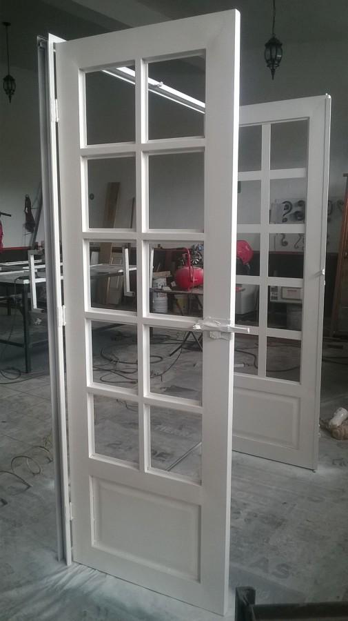 Foto puerta para jardin con cuadricula para vidrios de for Puertas jardin aluminio