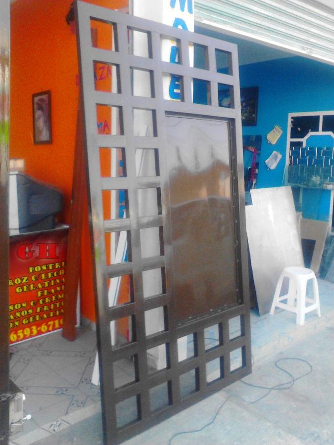 Foto zaguan de herreria de vidrio y aluminio gutierrez for Puerta zaguan aluminio