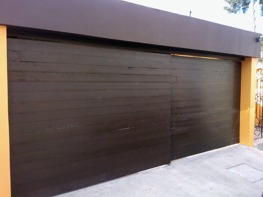 Foto zagu n de construcciones gama 30741 habitissimo for Puerta zaguan aluminio