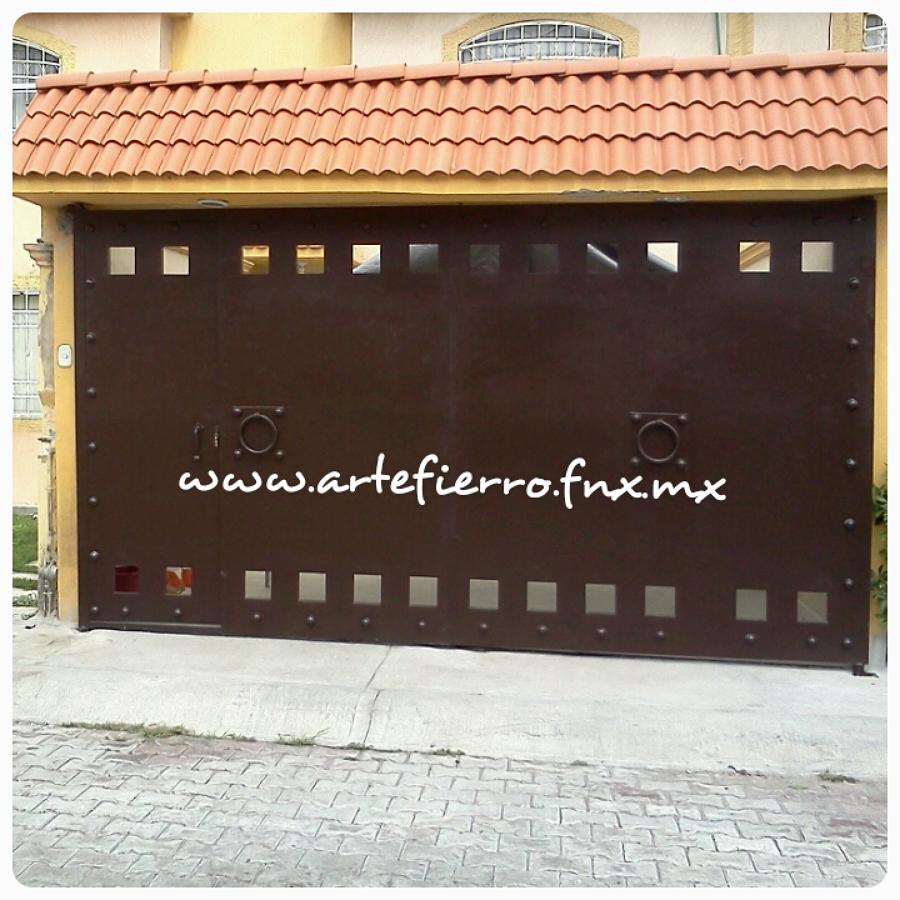 Foto zaguan de arte fierro herrer a contemporanea 52901 for Fachadas de casas modernas con zaguan