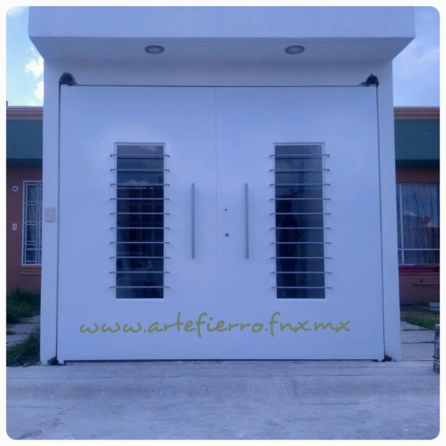 Foto zaguan de arte fierro herrer a contemporanea 52903 for Puerta zaguan aluminio