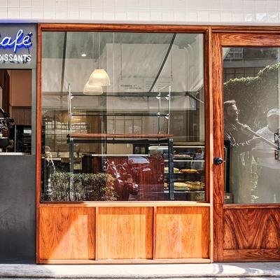 Fachada de panadería Fournier en Polanco elaborada en madera maciza de tzalam