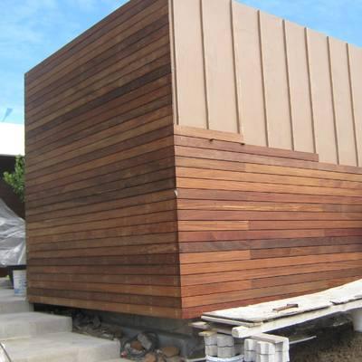 instalación deck en muro exterior para fachada