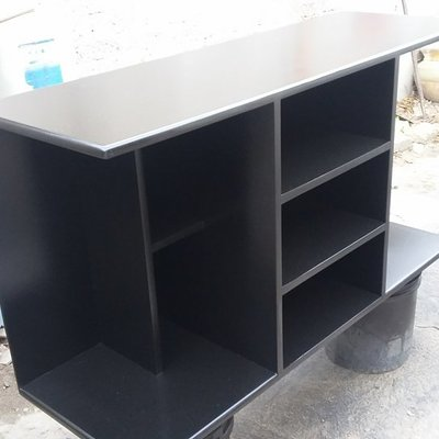 mesa para pantalla